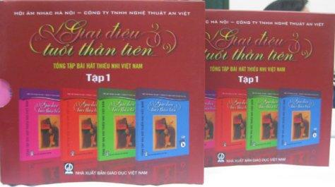 Tập I gồm 4 quyển trong bộ Tổng tập bài hát thiếu nhi Việt Nam đã được phát hành. (Ảnh: Đức Triết)