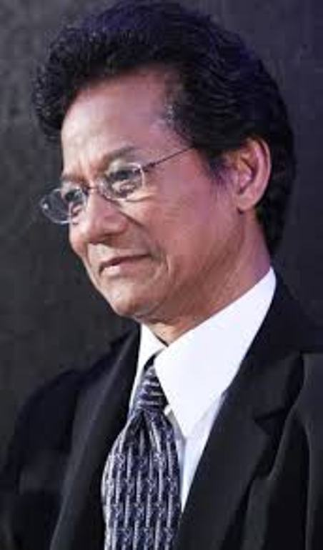 Ca sĩ Chế Linh.