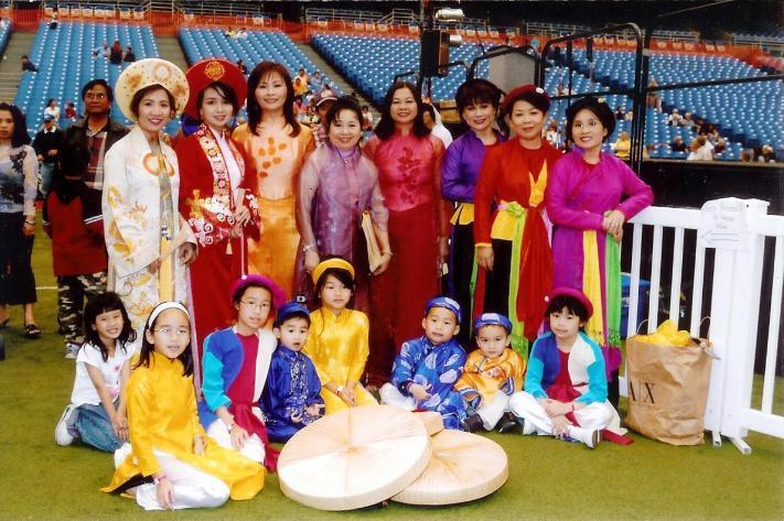 Nhà Việt Nam tại Hội Chợ Sắc Tộc Quốc Tế.