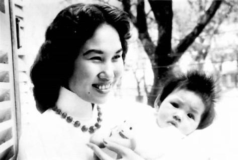 Thái Thanh và con gái đầu lòng Ý Lan.