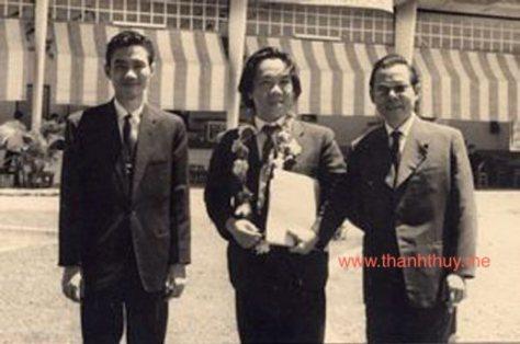 Từ trái sang phải Nhạc sĩ Nguyễn Văn Đông, nhạc sĩ Trần Văn Trạch.
