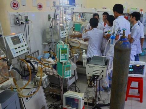 Khoa Cấp cứu Nhi BVĐK Đắk Lắk chật chội quá tải