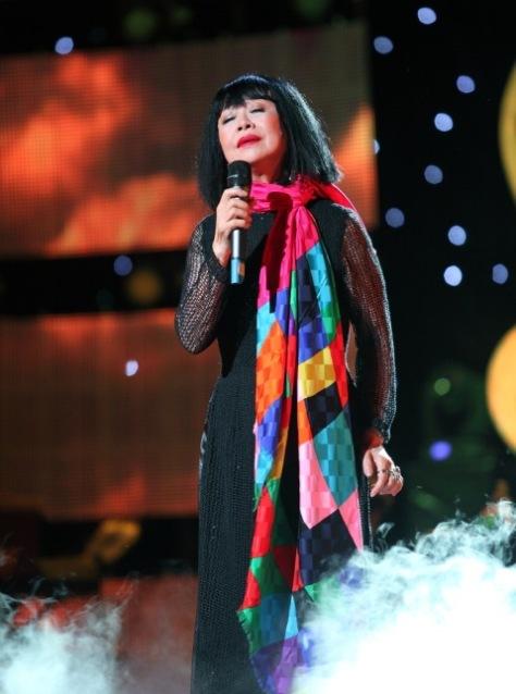 Nữ danh ca Bạch Yến trong đêm nhạc Sol vàng tối 13/12 tại Sài Gòn.