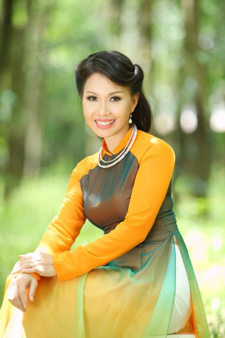 Ca sĩ Cẩm Ly.