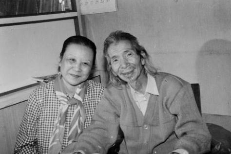 Cố nhạc sĩ Văn Cao bên cạnh vợ - mối tình duy nhất, bà Nghiêm Thúy Băng.