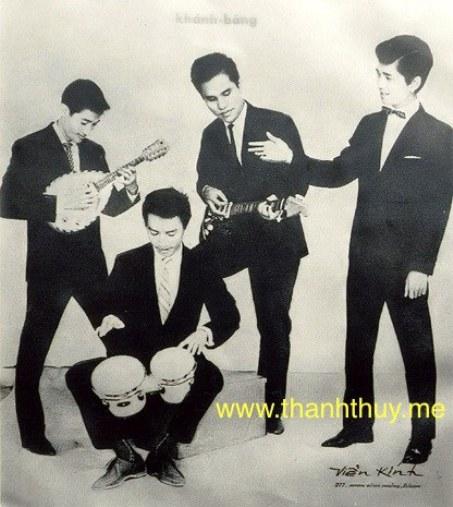Ban nhạc Khánh Băng – Phùng Trọng một thuở lẫy lừng. Từ trái: Lê Duyên (mandolin), Khánh Băng (guitar), Phùng Trọng (trống), Duy Mỹ (hát).