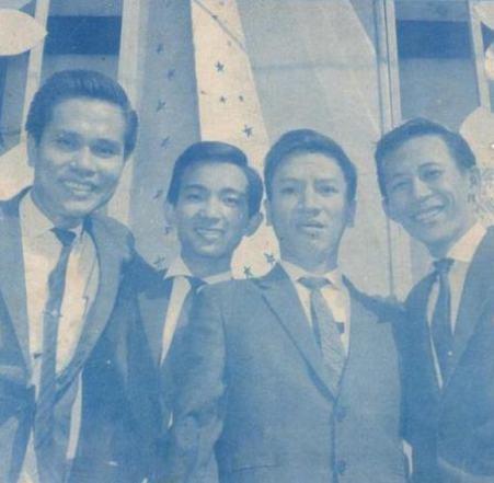 Ảnh ban nhạc Khánh Băng – Phùng Trọng từ trái sang phải: Khánh Băng (guitar) – Duy Khiêm (bass), Phùng Trọng (trống), Nguyễn Ánh 9 (Piano) chụp khoảng năm 1966-1967.