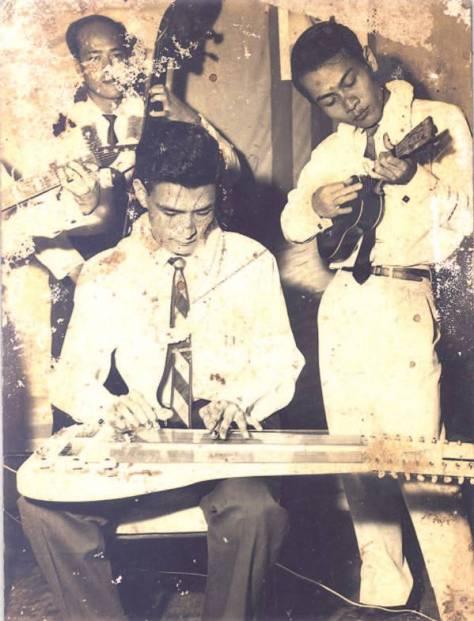 Một số nhạc sĩ và ban nhạc đang chơi nhạc cụ Lâm Hào. Ảnh: TheThaoVanHoa.vn