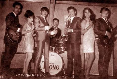 NS Khánh Băng với ban nhạc The Dew Drop Band.