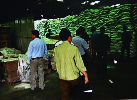 Kiểm tra kho hàng của Cty Thuận Phong