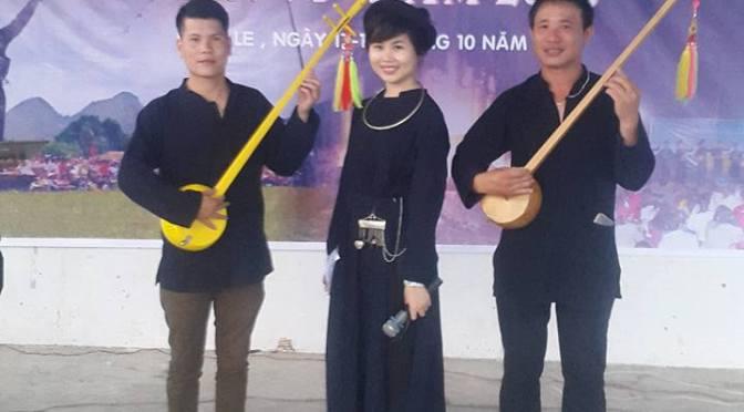 Áo chàm trẩy hội giữa Sài Gòn – Ảnh sinh hoạt hằng ngày – Nov. 12, 2015