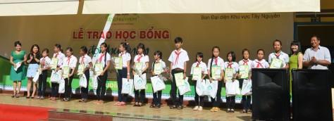 78 học sinh đã được trao học bổng ĐCN lần thứ 6