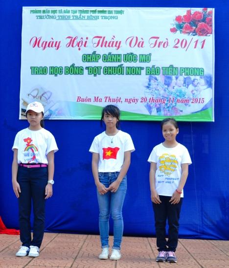 Ba em được nhận học bổng Đọt chuối non của Báo Tiền Phong
