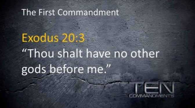 Không có thần thánh nào khác trước Chúa