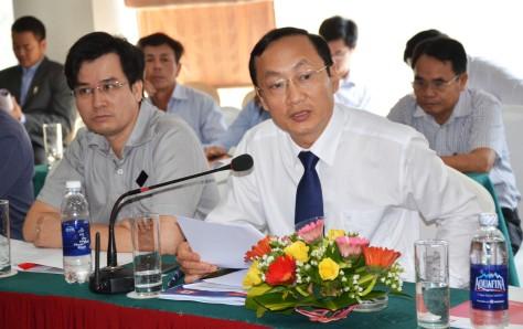 Ông Đặng Ngọc Sơn giám đốc Sở NN&PTNT Hà Tĩnh trả lời chất vấn (1)