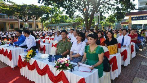 Sân trường Lương Thế Vinh trước giờ khai mạc lễ trao HB ĐCN lần thứ 6
