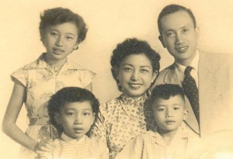Ban Tuổi Xanh do hai nghệ sĩ Phạm Ðình Sĩ và Kiều Hạnh phụ trách.