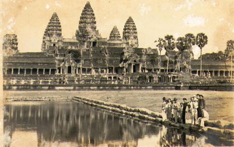 Gia đình Pham Xuân Trang - Ðế thiên đế thích 1938.