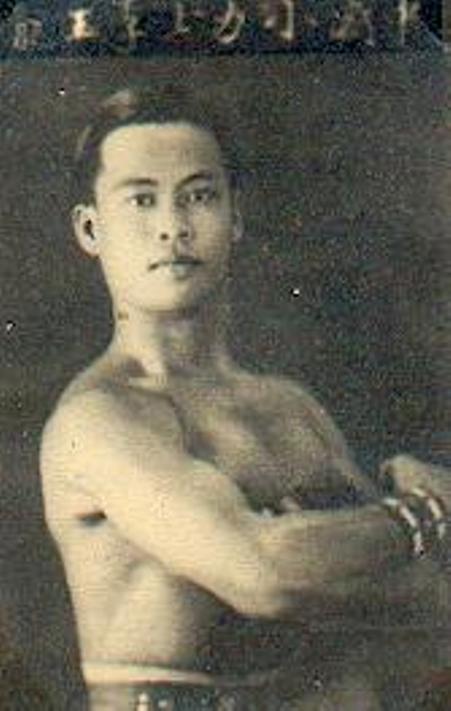 Tiểu lực sĩ Lý Ngọc Long 28 tuổi, Chợ Lớn 1938.