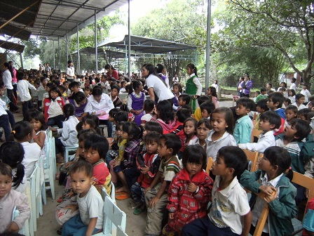 1/ Ảnh các em Ấu nhi trong giáo xứ tham dự thánh lễ Chúa nhật.