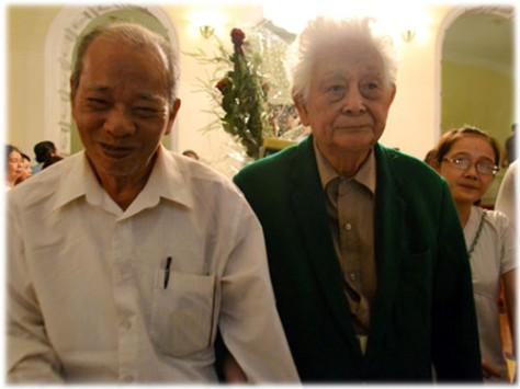 Nhà thơ Phạm Thiên Thư và Nhạc sĩ Phạm Duy.