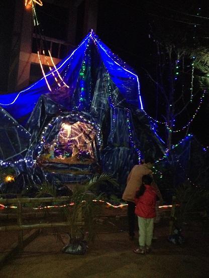 Hang đá thi giáo xứ Thuận Hiều (1)
