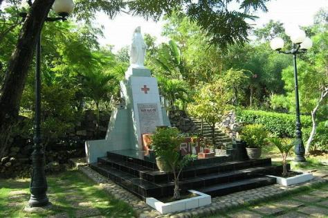 Lăng mộ thi sĩ Hàn Mặc Tử ở Ghềnh Ráng.