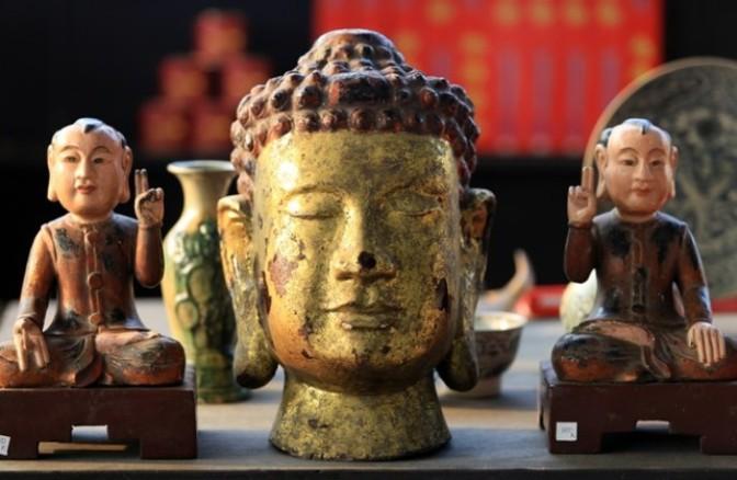 Những ông Phật xa dân