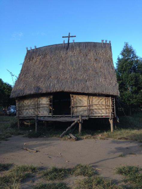 Ảnh căn nhà rông xã Konđúp Kontum.