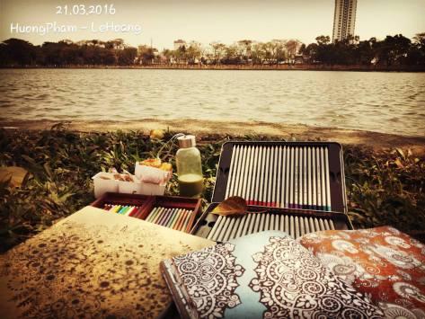 Mình và bạn cùng lớp Aikido rủ nhau đi tô màu trong công viên. Đây là công viên 29 tháng Ba ở Đà Nẵng. Tụi mình mang theo sách tô màu, bút màu, bánh kẹo và trà sữa.