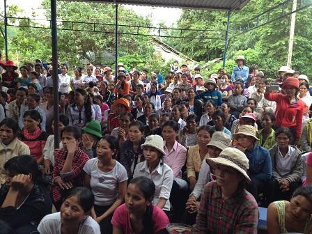 1/ Ảnh các mẹ trong giáo xứ đi xem văn nghệ trong ngày lễ Bổn mạng Hiền mẫu 2015.