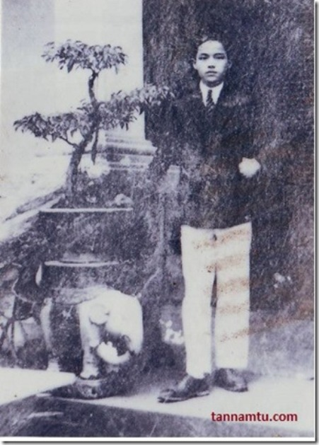 Thi sĩ Nguyễn Nhược Pháp - năm 1923.