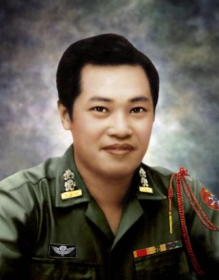 Thi sĩ Nhất Tuấn.