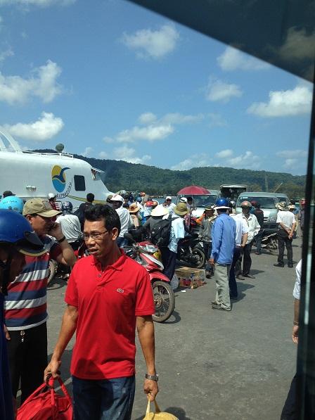 Quang cảnh trên bến cảng Phú Quốc khi tàu vừa cập bến.