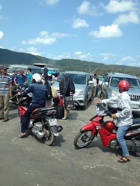 Ảnh những người xe ôm trên bến cảng Phú Quốc.