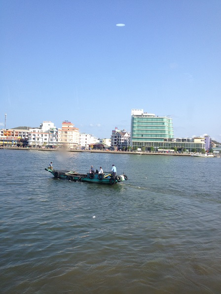Biển Hà Tiên lúc 8g30 sáng.