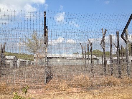 1/ Ảnh mặt ngoài của trại giam Phú Quốc.