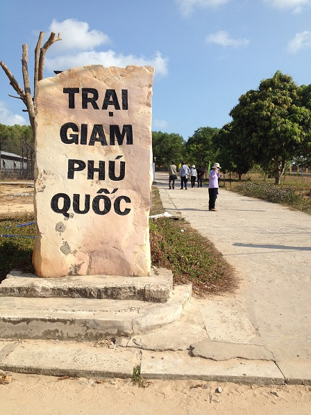 Cổng dẫn vào trại giam Phú Quốc