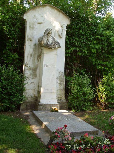 Mộ của Brahms tại Zentralfriedhof (Nghĩa trang trung tâm), Vienna.