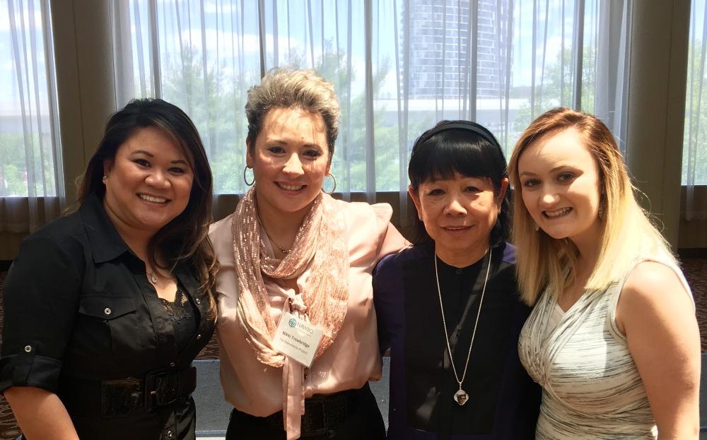Từ trái qua phải: Minh Chi, Thanh Nguyên, mình, Georgeanne.