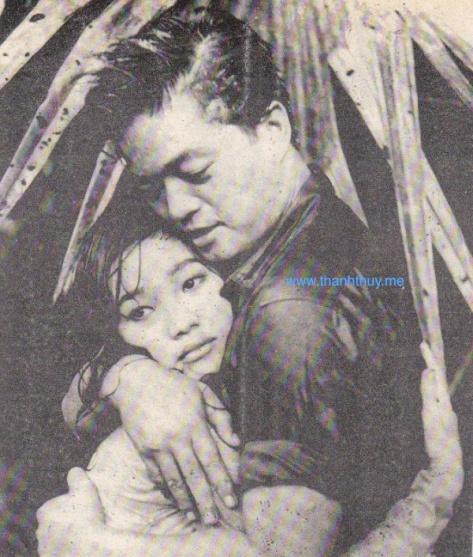 """Nguyễn Long với Mai Ly trong phim """"Mưa Lạnh Hoàng Hôn"""" (1961)."""