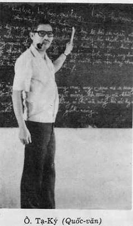 Thi sĩ Tạ Ký thời dạy Quốc văn.