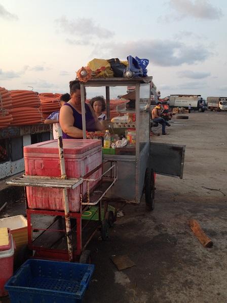 Xe bán bánh mì trên bến cảng An Thới Phú Quốc
