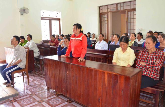 Bà Giang tố ông Trung dí diện trước tòa