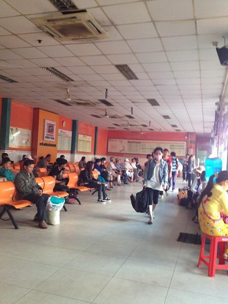 Trong phòng chờ của công ty xe khách Phương Trang tại bến xe miền tây Tp. HCM.