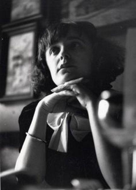 Ca nhạc sĩ Édith Piaf thời trẻ.