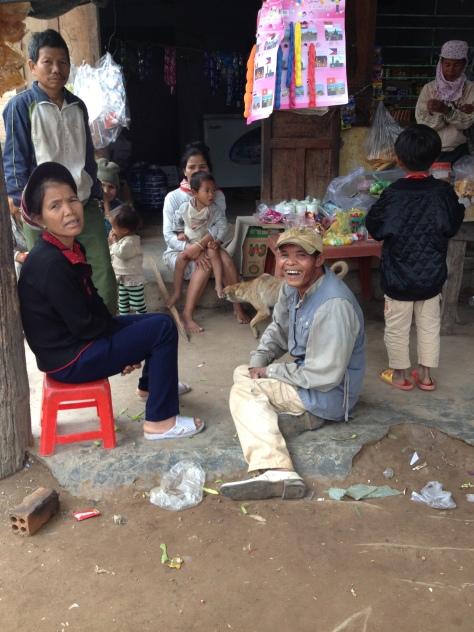 Ảnh quán bán tạp hóa sáng Chúa nhật của bố mẹ Lắp ở thôn Hai