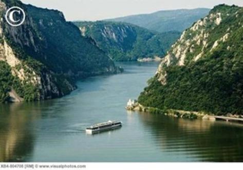 Dòng Danube xanh lơ.