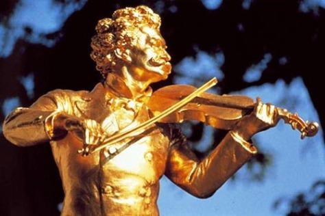 Johann Strauss sống 11 năm ở thành phố St. Petersburg trong thế kỷ 19th.