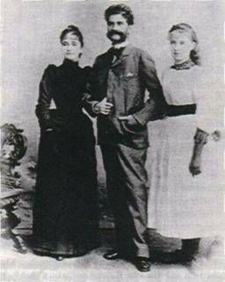 Nhạc sĩ Johann Strauss II cùng vợ Adele và con gái.